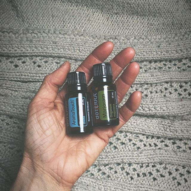 I'm really digging these oils, you guys. For aches and pains (Marjoram) and when l just need some feel-good oils on me (Aromatouch), look no further. I was ok before oils but there was definitely an aspect of my sensory experiences that was just, missing. And I didn't even know it. #useallthetools #selfcare #bedtimeritual