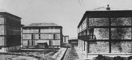 """Architettura residenziale Quartiere """"Spine Bianche"""" a Matera 1951 - Veduta della realizzazione (Archivio Valori)"""