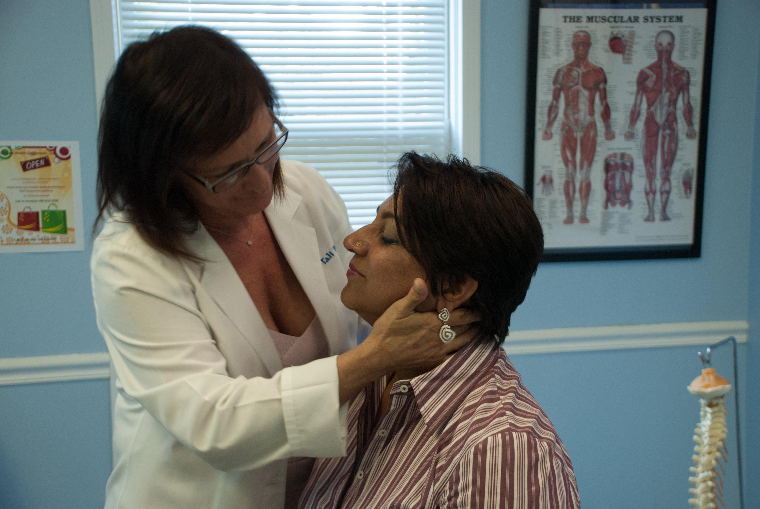 Sciatica and neck pain treatment - Smyrna Chiropractor