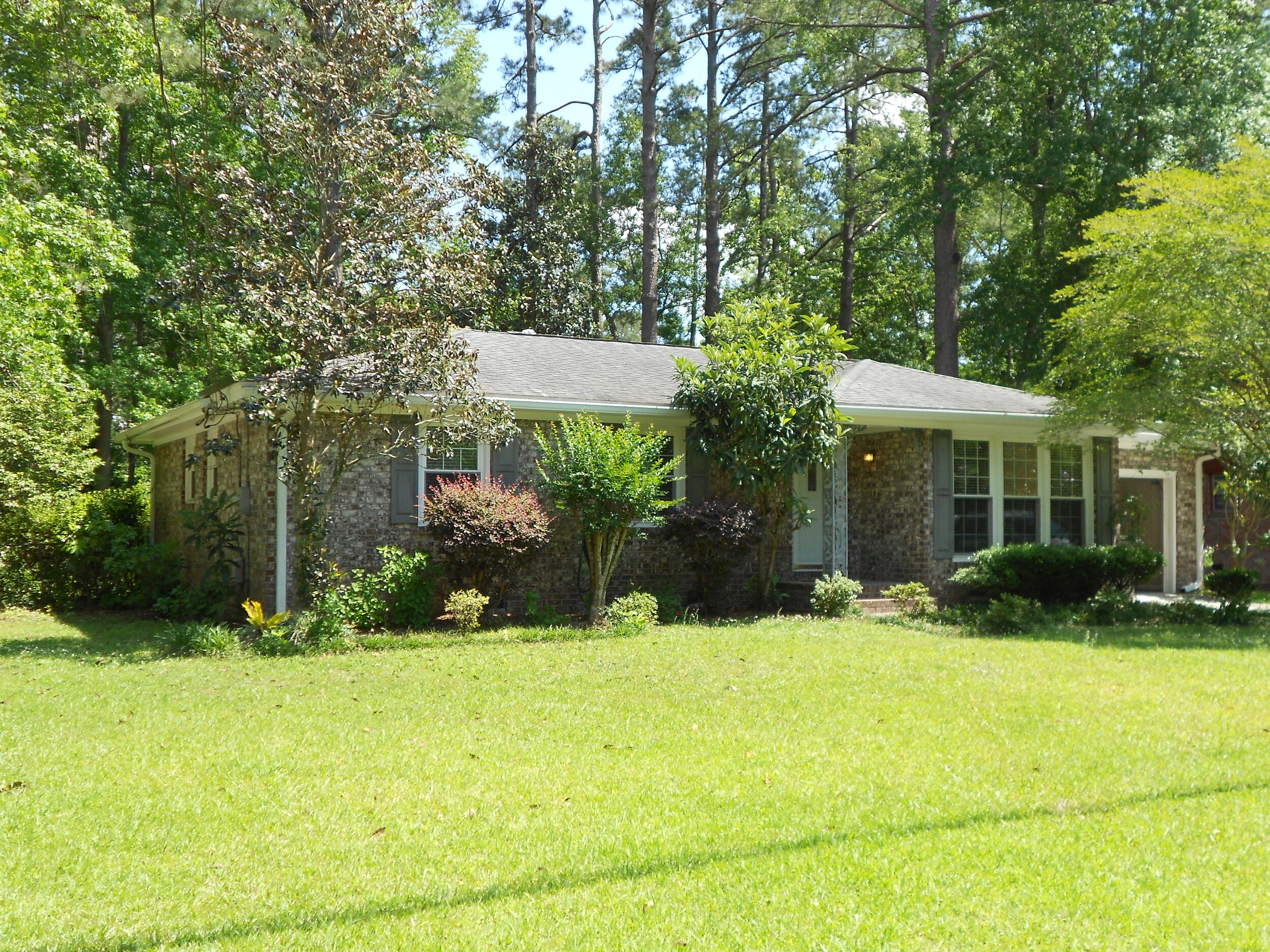 3 Bedroom 2 Full Bath Home 2 Miles From Downtown Summerville Available May 25 2020 1 400 00 Month No Longer Available Pelican Properties
