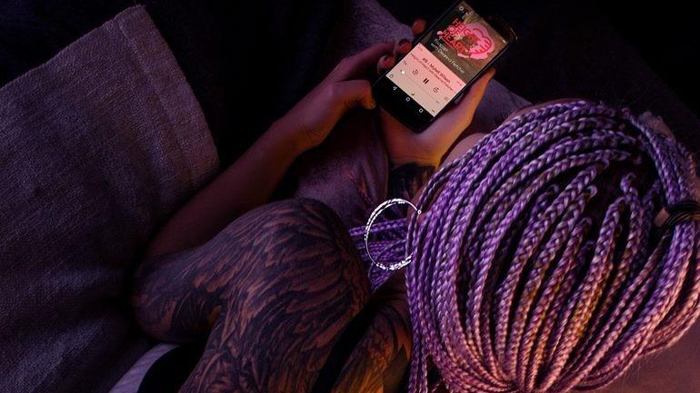 girl with purple hair phone hh.jpg