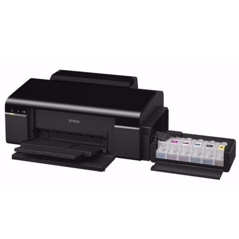 """Impresora de carátulas de CD`s   Imprime directamente sobre CDs/DVDs y cuenta con un sistema de seis tintas """"EcoTank"""" que permite una producción eficiente de CD´s."""