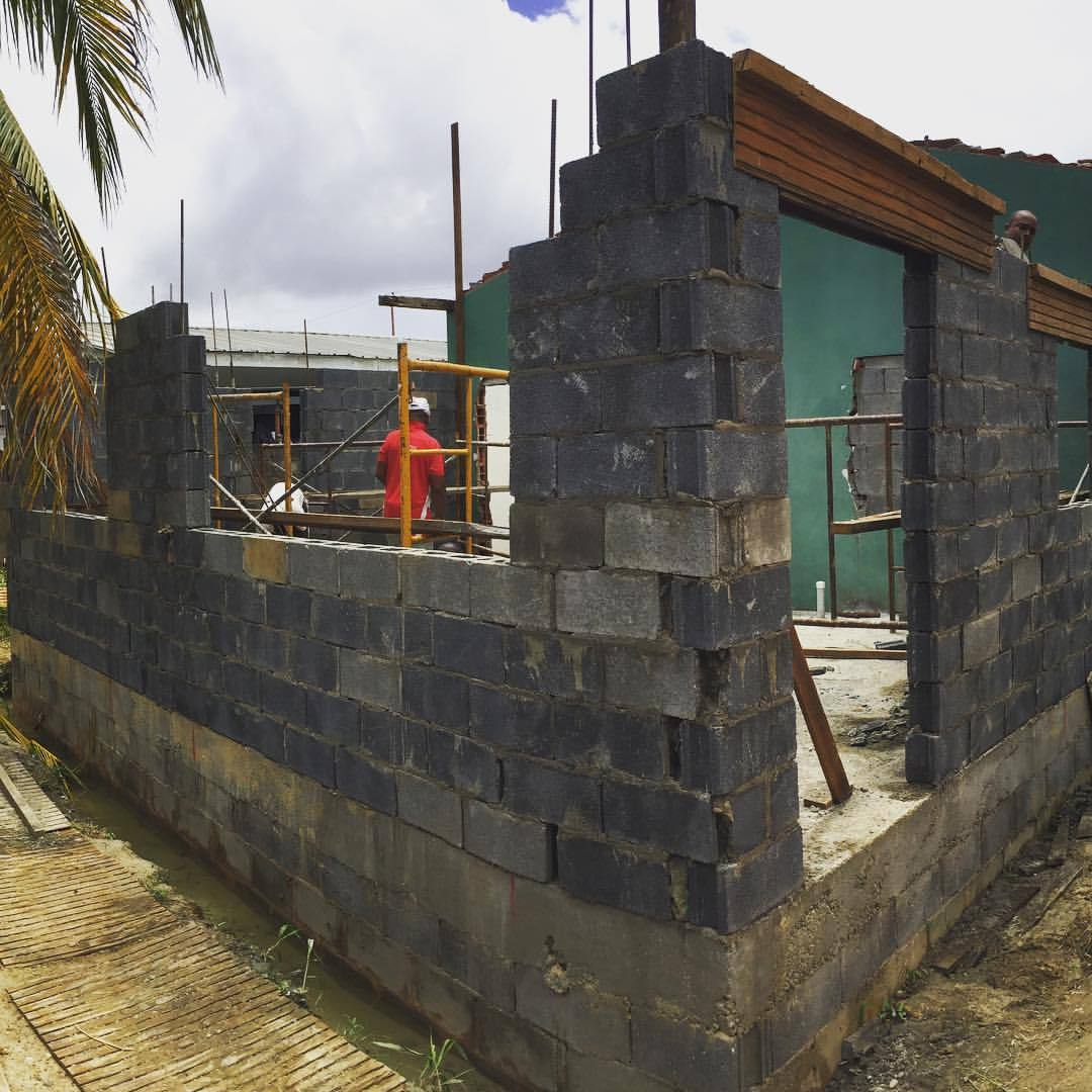 Taking shape. 8 feet of windows in a 10 foot living room. That's one way to make a small space feel more open. #jaderenovation #architecture #trinidad #provsconstruction #caribbeanrealestate #smallspaceliving  (at 500 Chaguanas)