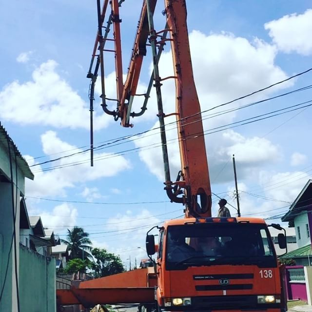 Concrete pump in place. Waiting for the concrete supply truck. #jaderenovation #provsconstruction #architecture #trinidad  (at 500 Chaguanas)