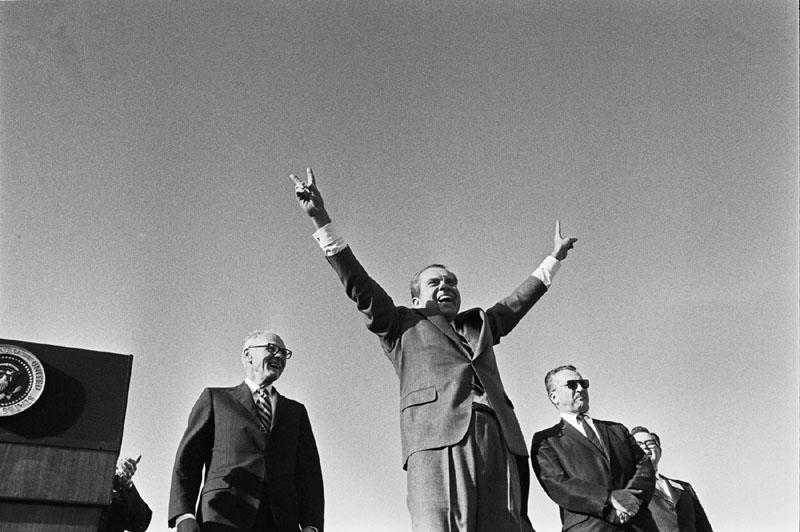 https://commons.wikimedia.org/wiki/File:Richard_Nixon_victory_wave.jpg