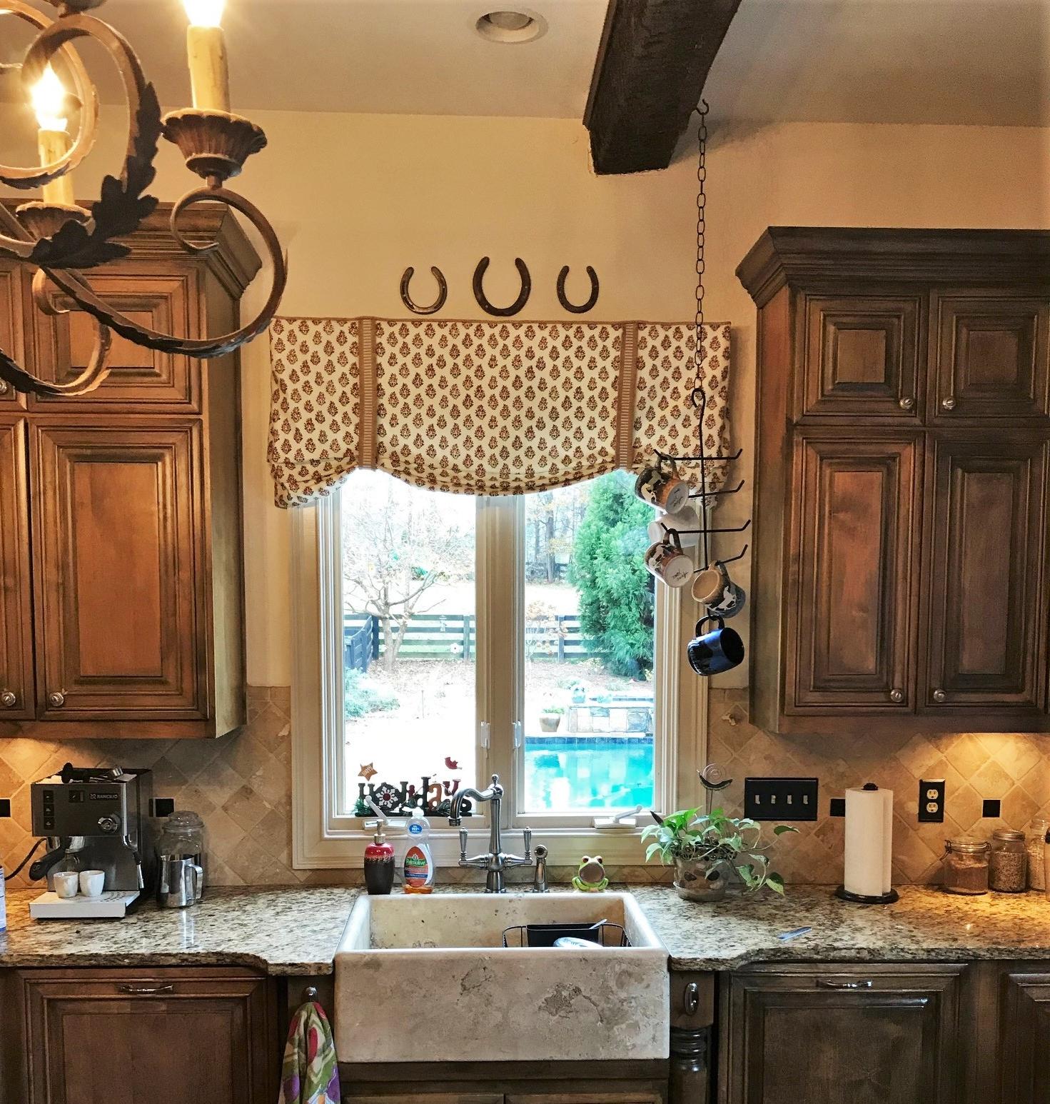 kitchen valance.jpg