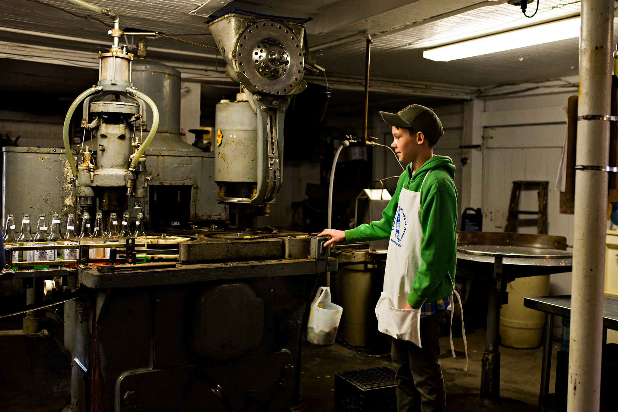 boy pressing machine button at averys soda new britain ct family lifestyle photography