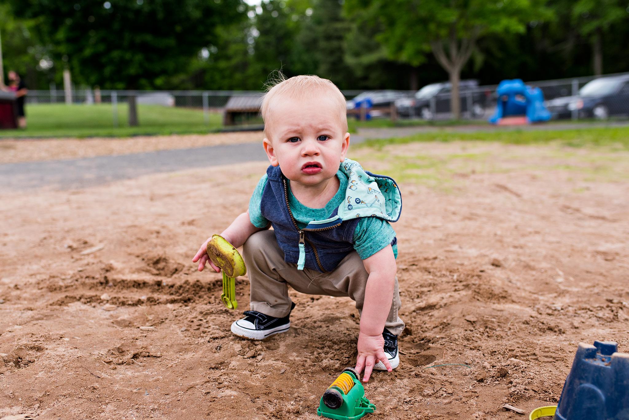 toddler playing in sandbox panthorn park plainville ct family photographer