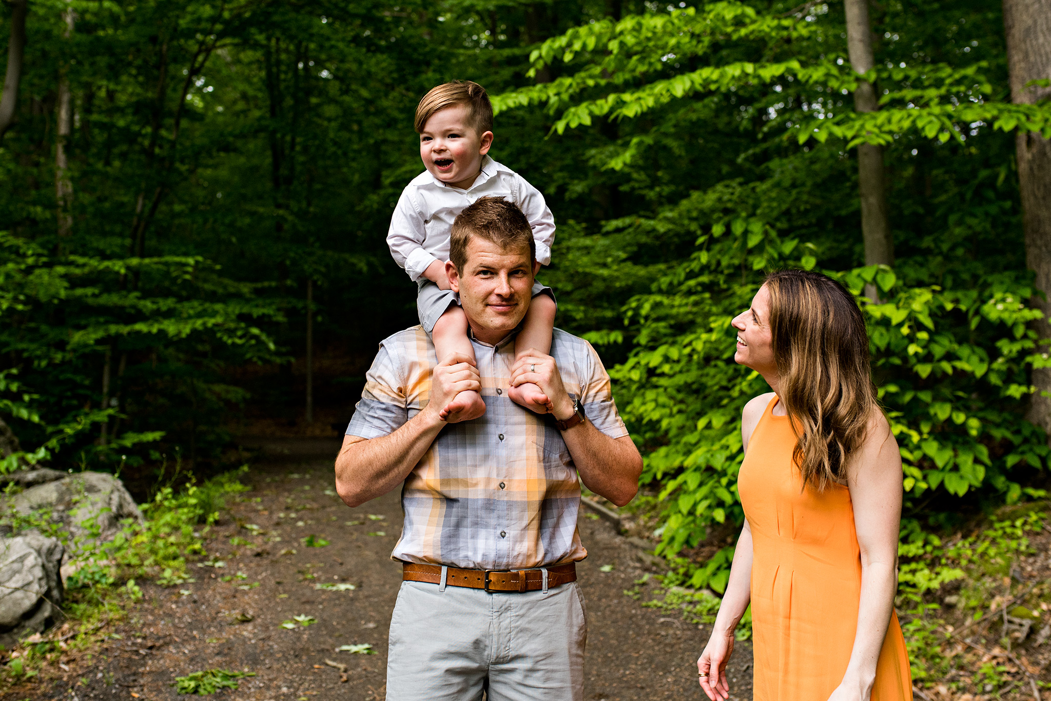 son on dads shoulders stamford, ct family photography