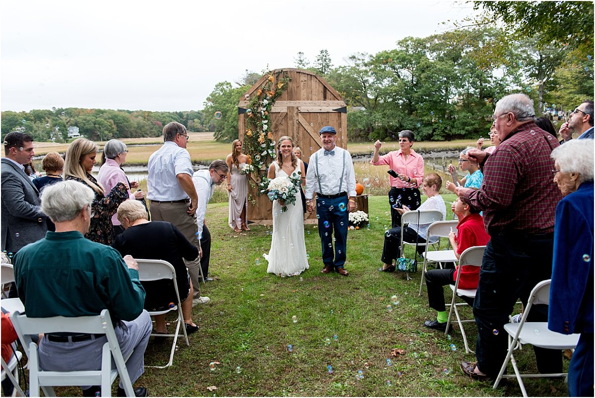 small backyard wedding tips