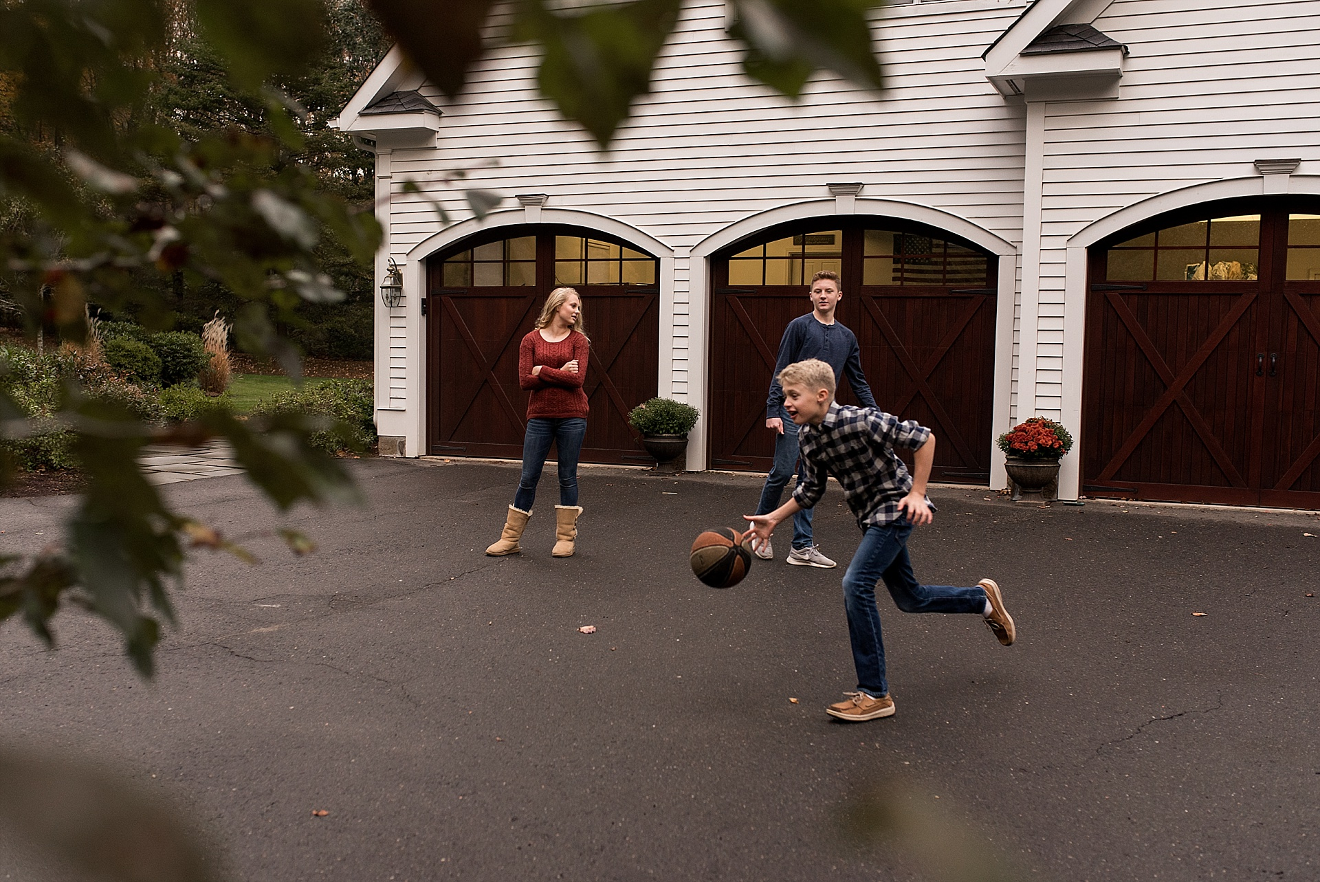 family playing basketball in driveway. family photographer in litchfield county