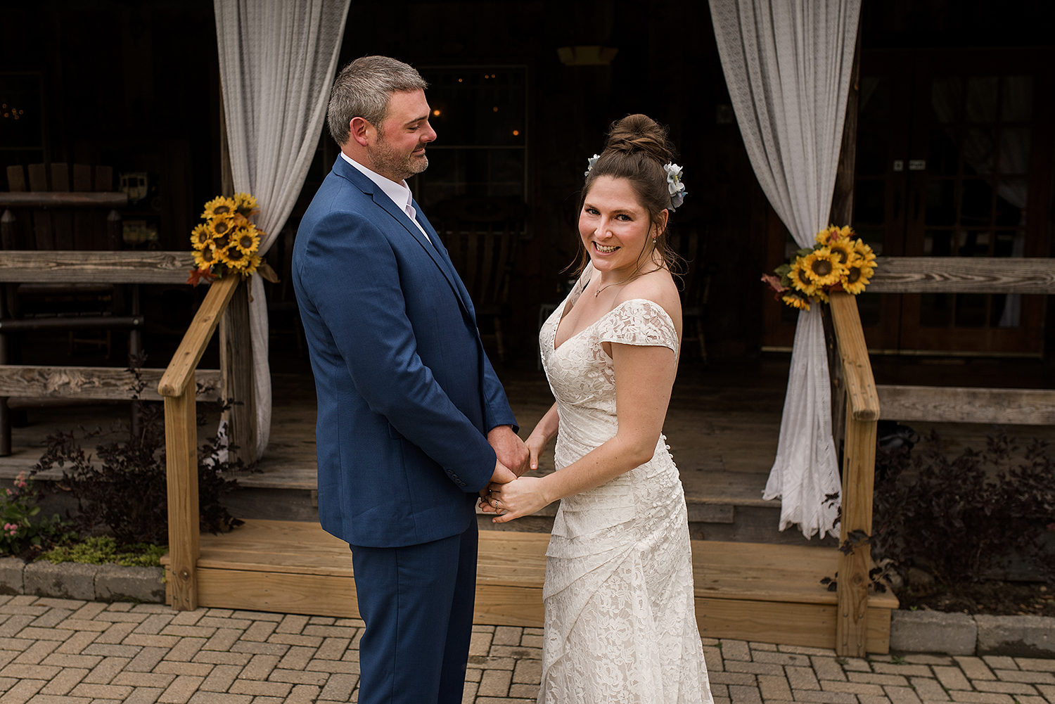 ct wedding photographer, rebecca lynne capture a first look at central ct wedding