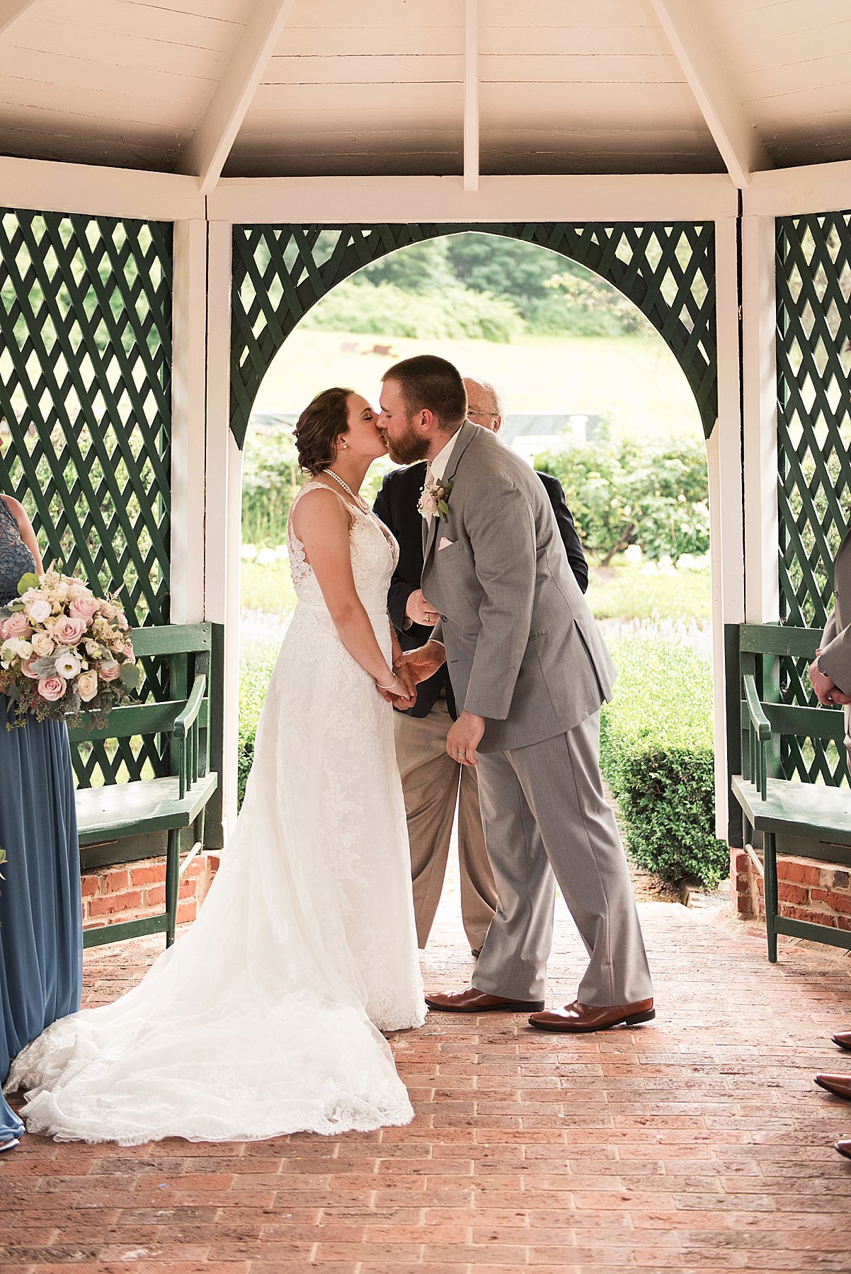 couple's first kiss during Hartford County, Connecticut Wedding
