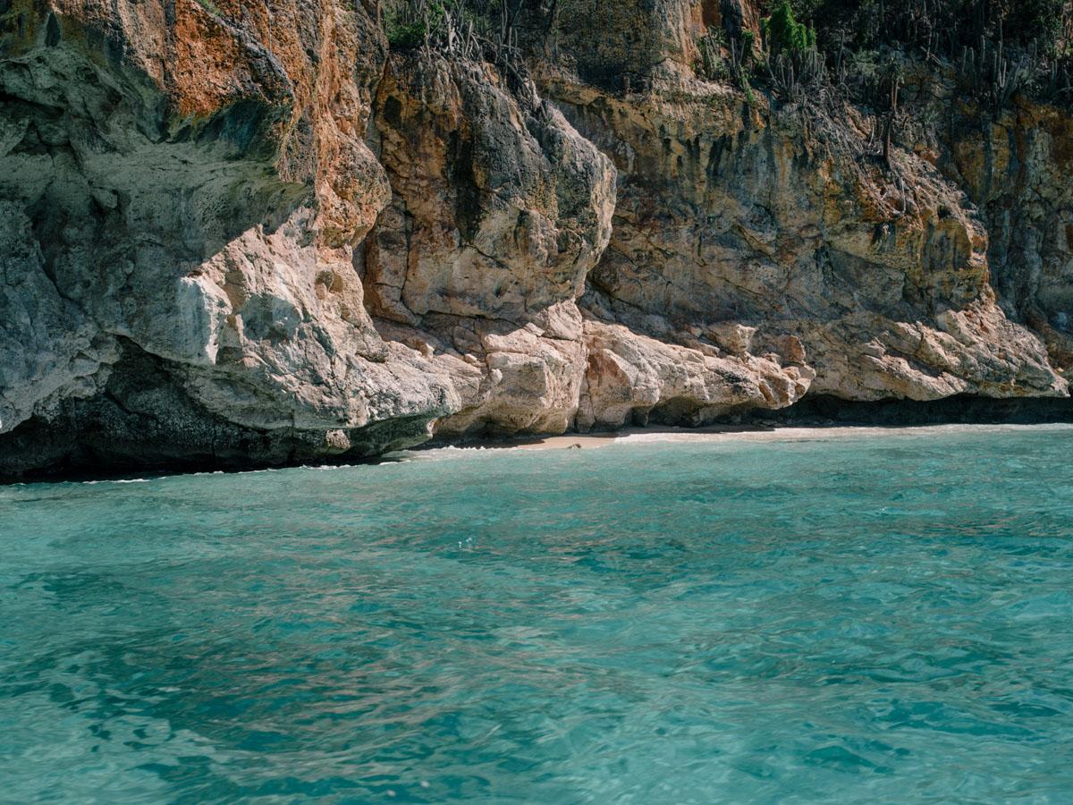 Cliffs on the way to Bahía de las Aguilas.