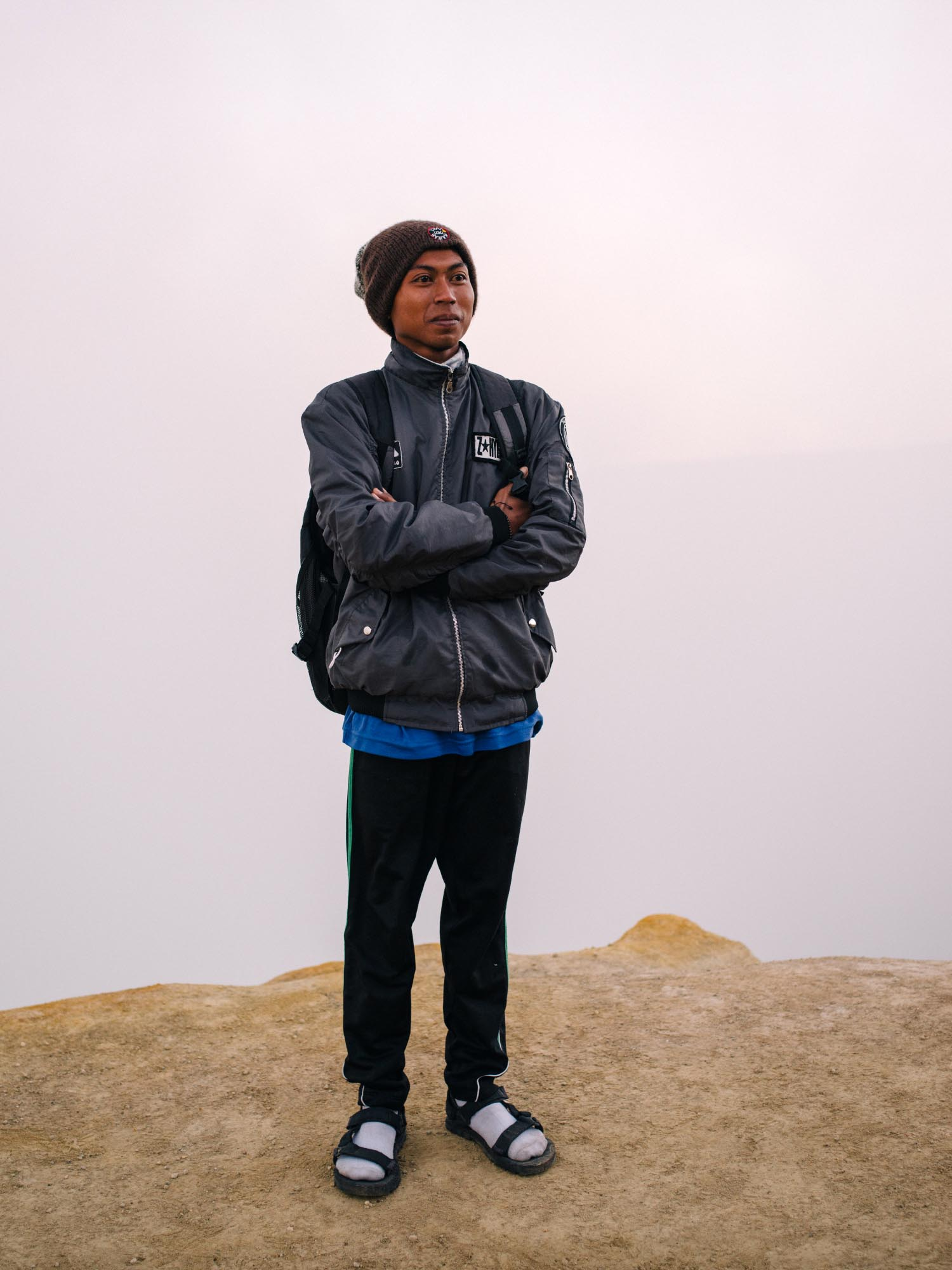That's a 300 feet vertical drop behind him hidden in clouds…