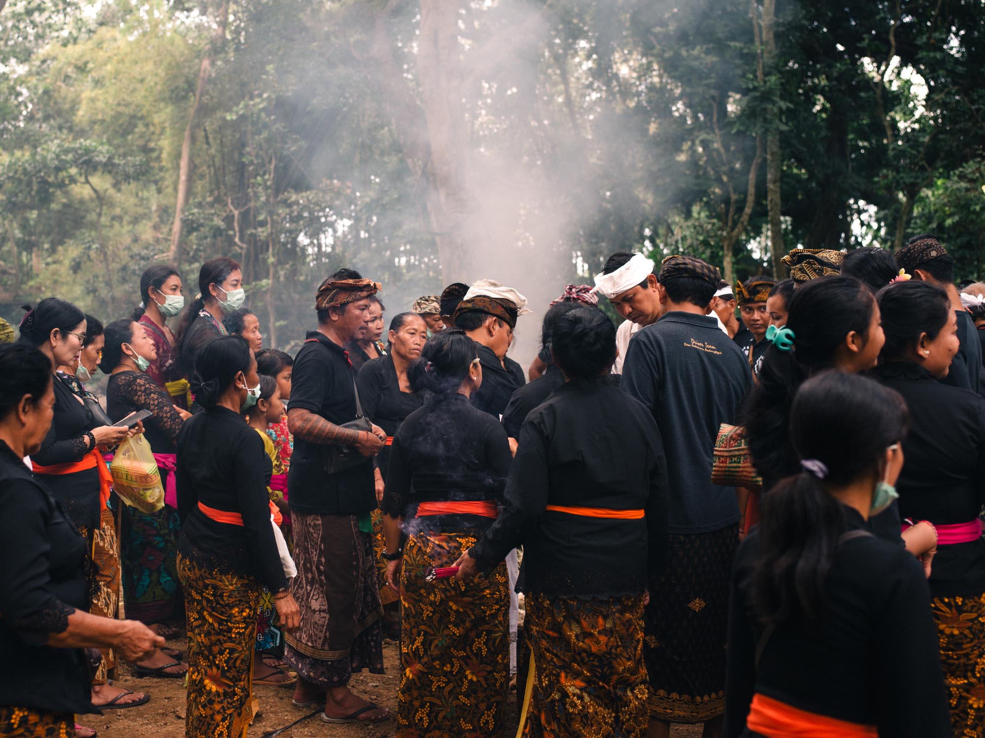 traditional-balinese-cremation-ubud-audience.jpg