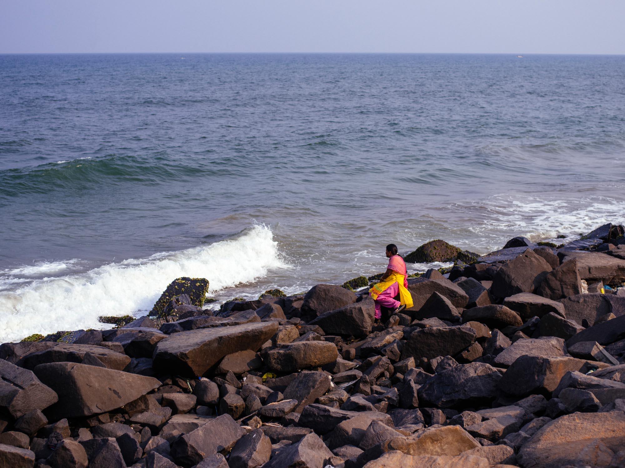 old-photos-postcards-puducherry-girl-beach.jpg