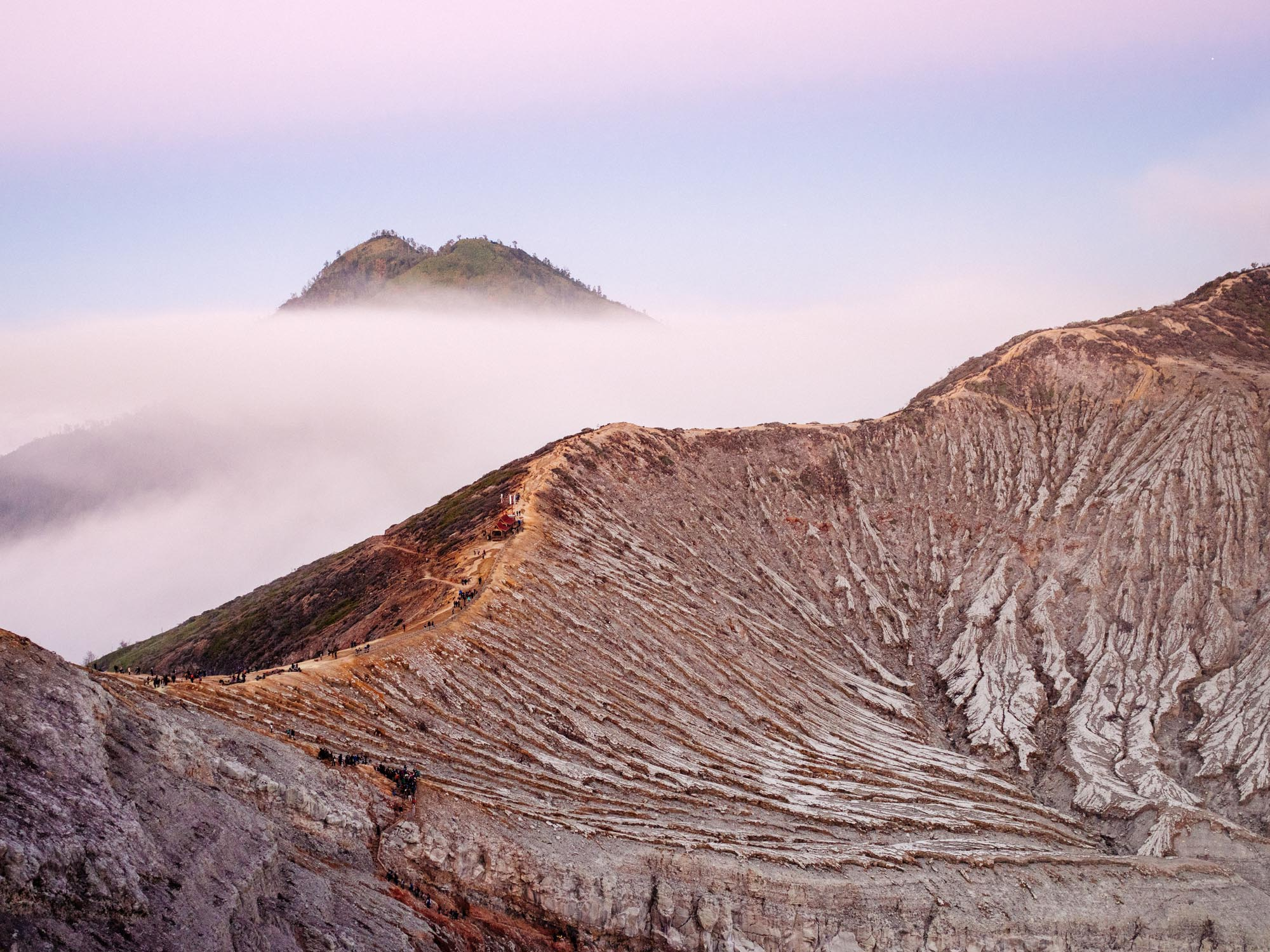 how-to-start-with-travel-photography-Ijen.jpg