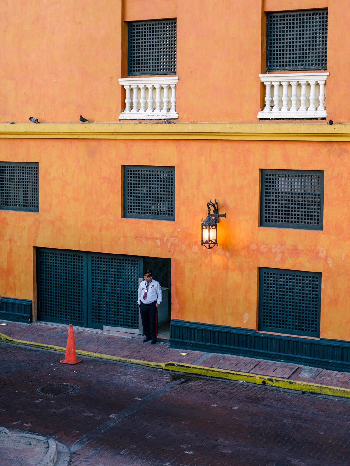 cartagena-colombia-photography-guard.jpg