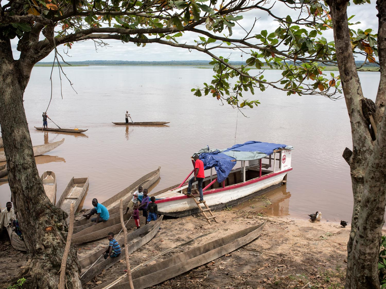 the-best-lens-for-travel-photography-daily-life-congo.jpg