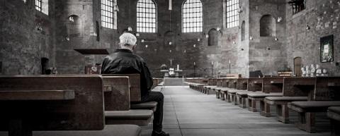 Solitary-man-in-church-620x250.jpg