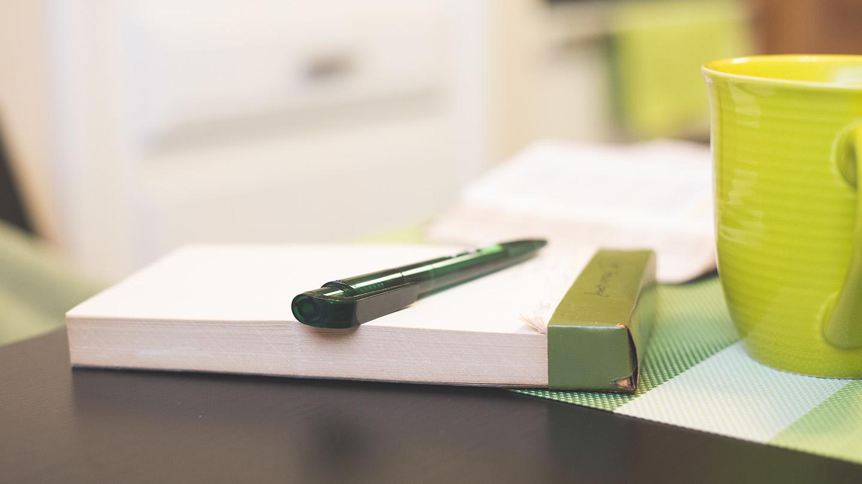 notepad-pen-coffe-mug.jpg