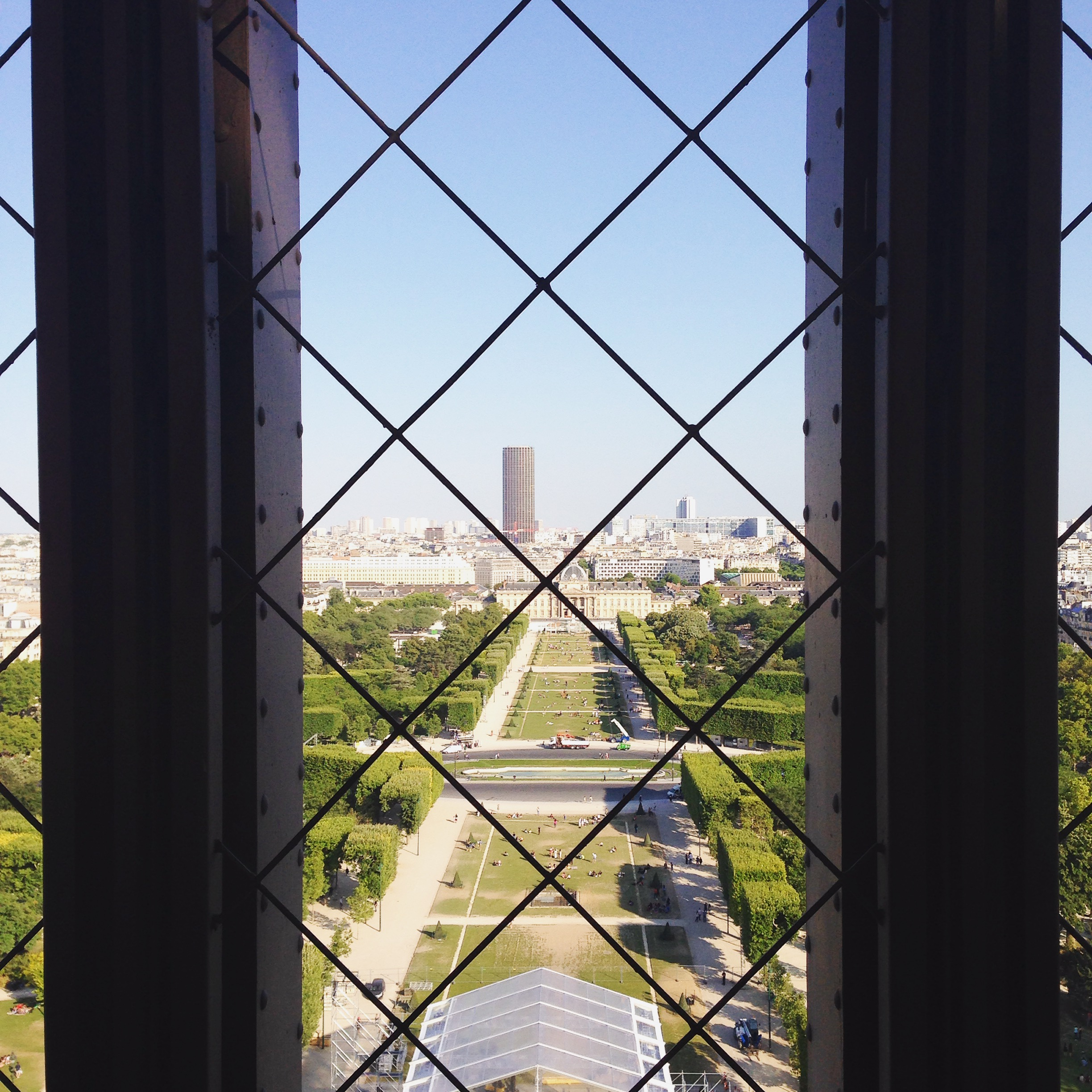 Lozidaze_Eiffel-Tower_01