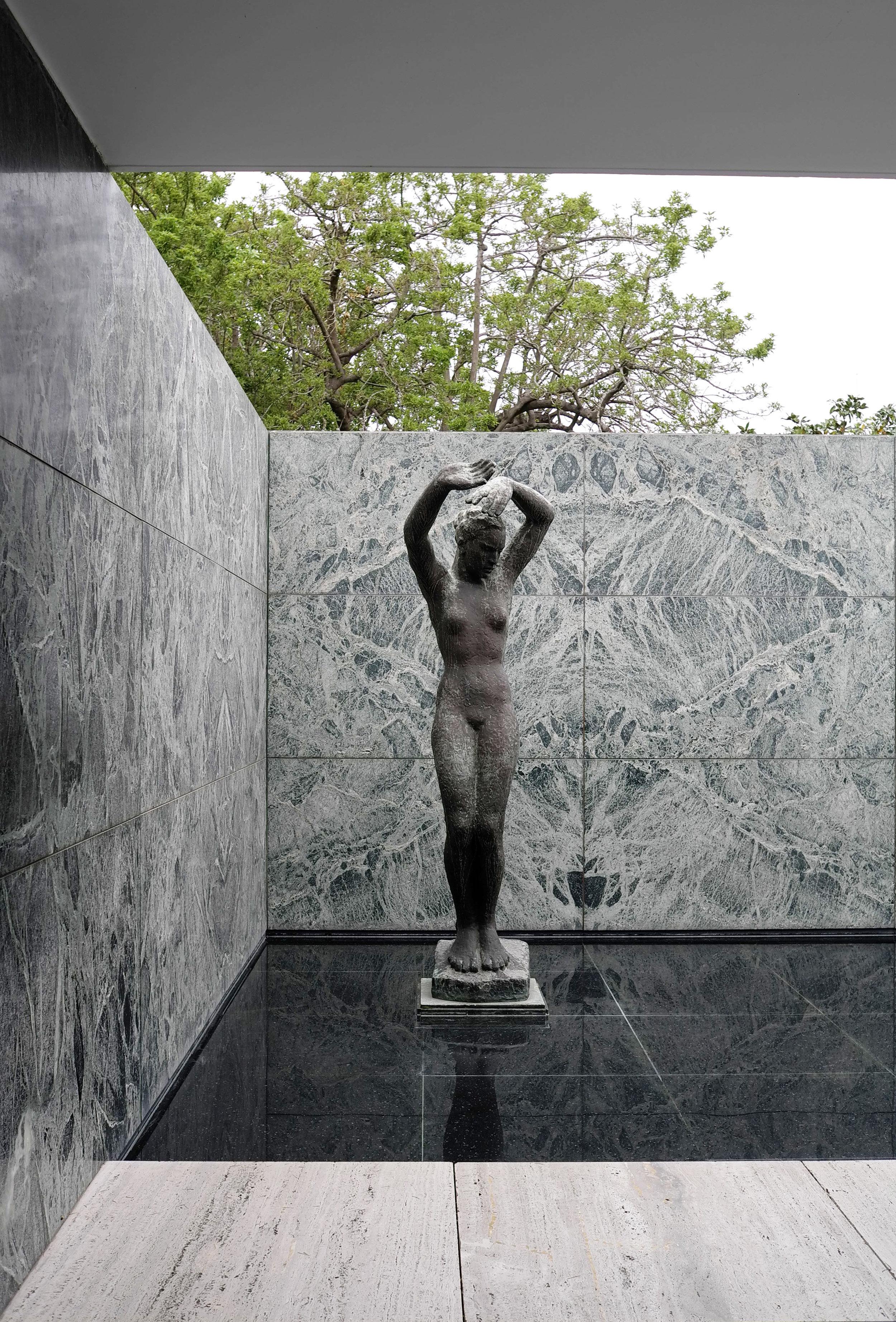 Lozidaze_Barcelona-Pavilion_01
