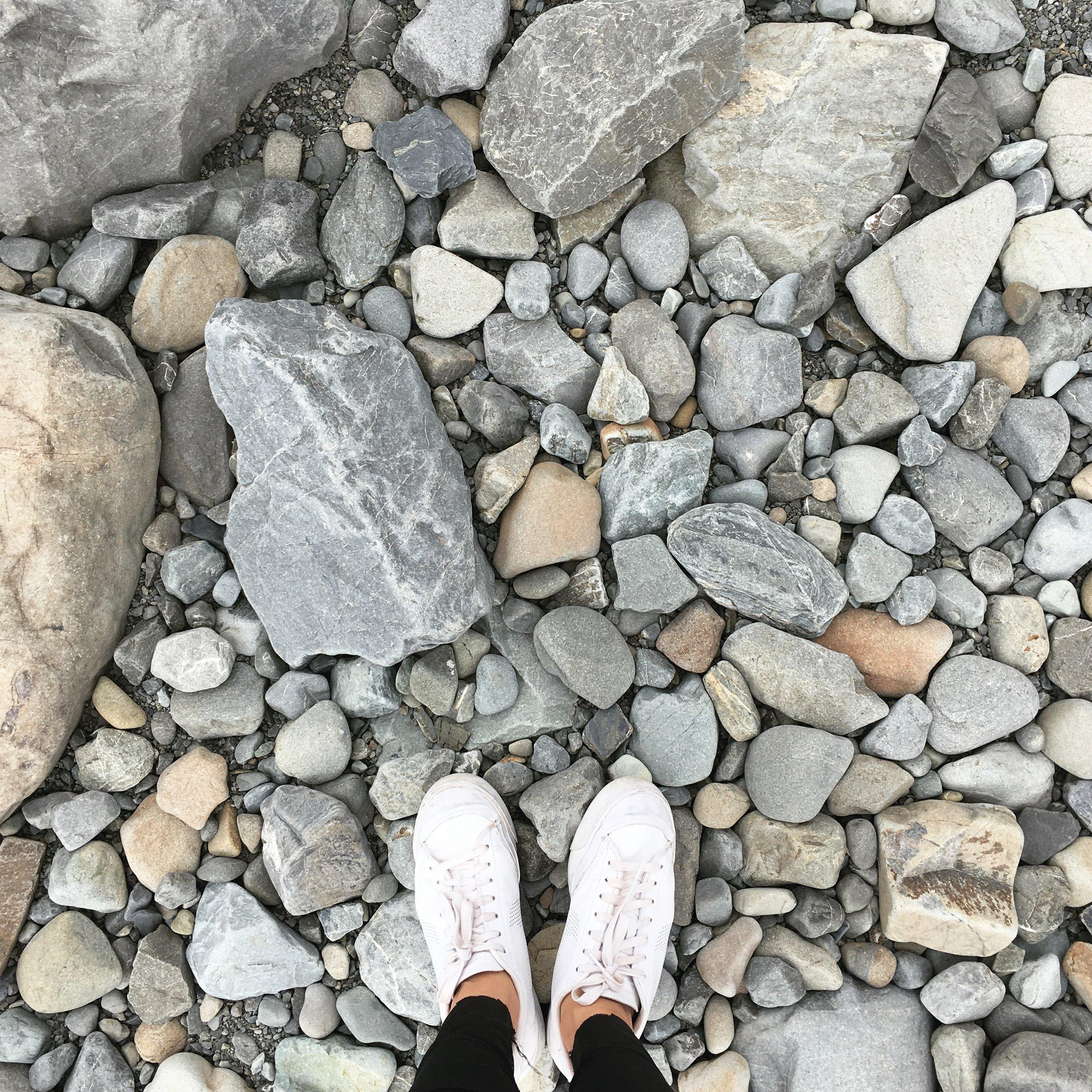 Lozidaze_NZ_Lake-Pukaki_Stones_01