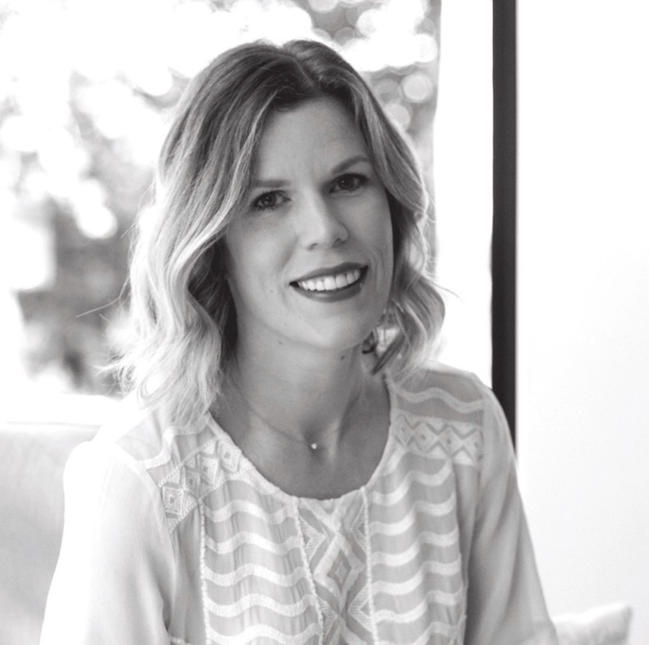 Lauren Cunningham   《 Branding 》  Lauren has over 10 years of experience creating branding, marketing materials and websites for small businesses. Her print work has been featured in Brides Magazine, Southern Weddings, The Knot, and Tribeza. She also shares a passion for interior design and real estate.