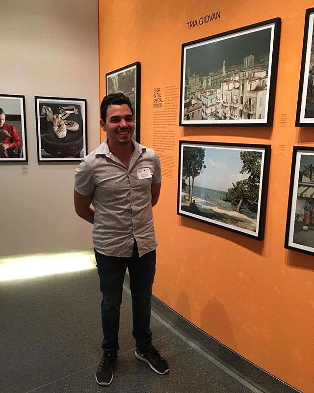 Artist Roger Toledo is in town for #TheFutureMovesSlow - this is him showing us his actual home in a photo at the Annenberg CUBA is exhibit! Don't miss out on the event on #November11 and check out www.futuremovesslow.com for more details ✨????? . . . . . . #cubais #futuremovesslow #rogertoledo #triogiovan #shoosnightgallery #artistsinmind #psychitecture #popupartgallery #cubanart #LAartscene