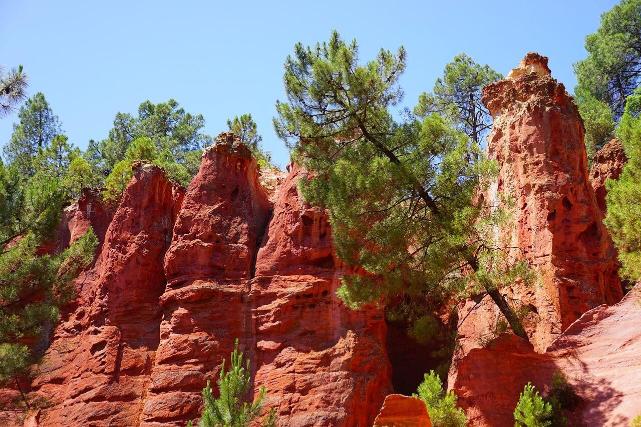 ocher-rocks-1595567_1280.jpg