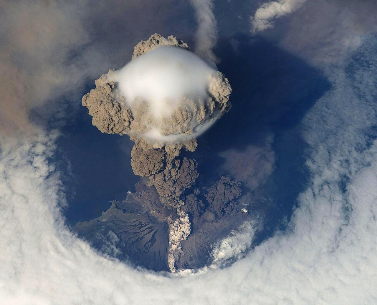 volcanic-eruption-67668_1280.jpg