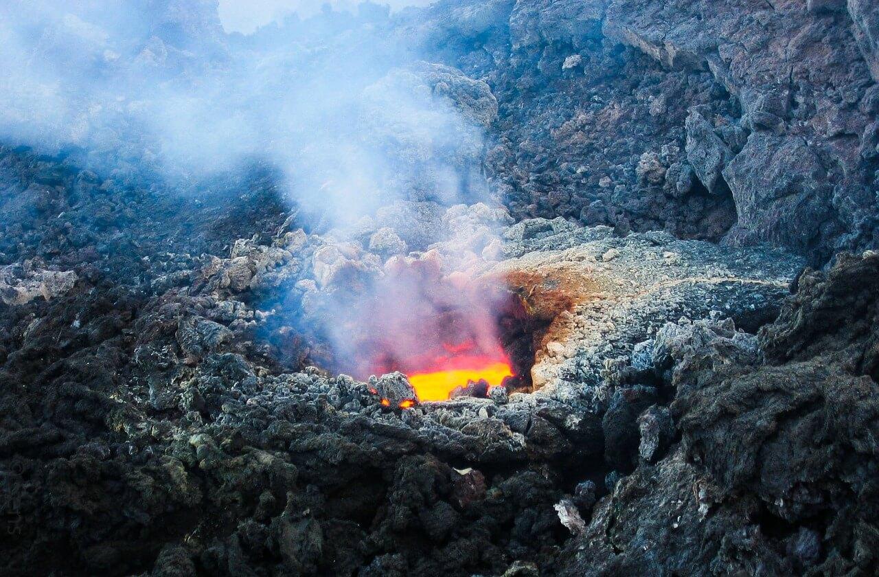 volcano-2111947_1280.jpg