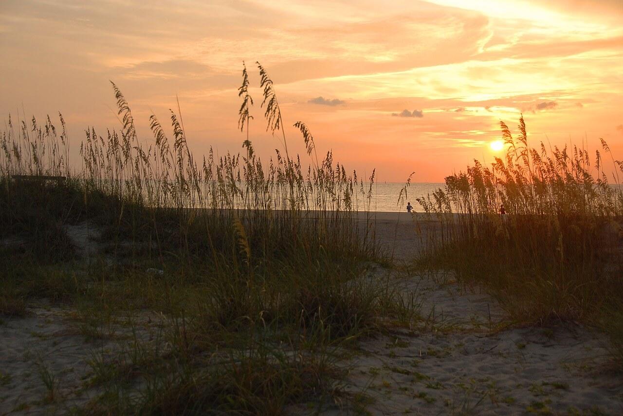 sunrise-1633990_1280.jpg