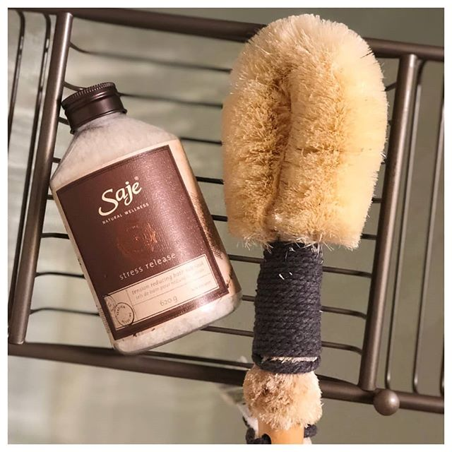 DO YOU DRY BRUSH? 🙌🏻 Dry brushing has been practiced by many cultures as a wellness ritual for its various health benefits. The historical perspective is that the practice promoted proper blood circulation, stimulated the lymphatic system and removed dead cells from the skin, helping the body flush out and eliminate buildup. 💨 We know that incorporating dry brushing in your everyday routine will bring a spa feeling to your self-care ritual. 👇🏻 HOW IT WORKS Dry brushing is a stimulating ritual that involves brushing the skin before bathing. It helps remove dull, surface skin cells and supports your body's natural revitalization processes, unveiling soft, smooth skin. Daily dry brushing will awaken and energize the nervous system, increasing overall blood circulation throughout your body
