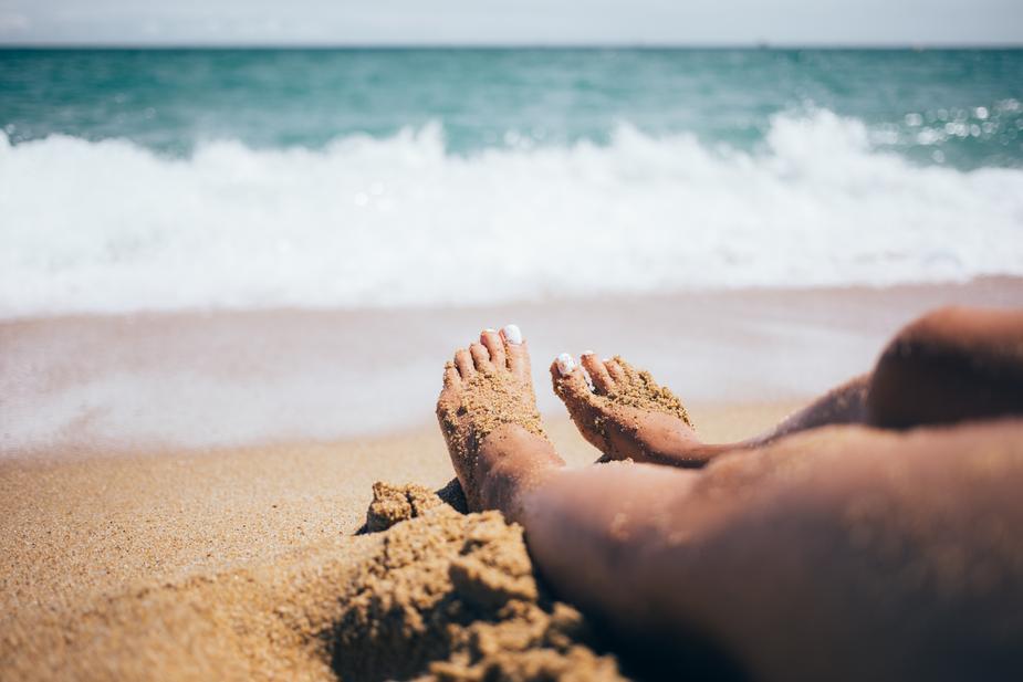 sandy-feet_925x.jpg