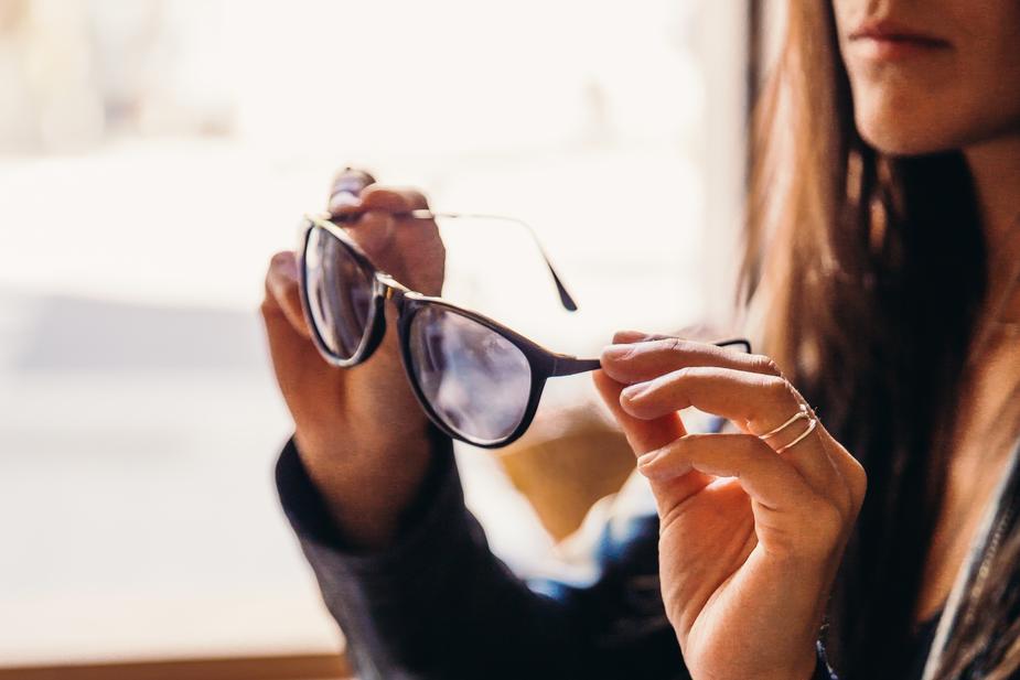 woman-trying-on-sunglasses_925x.jpg