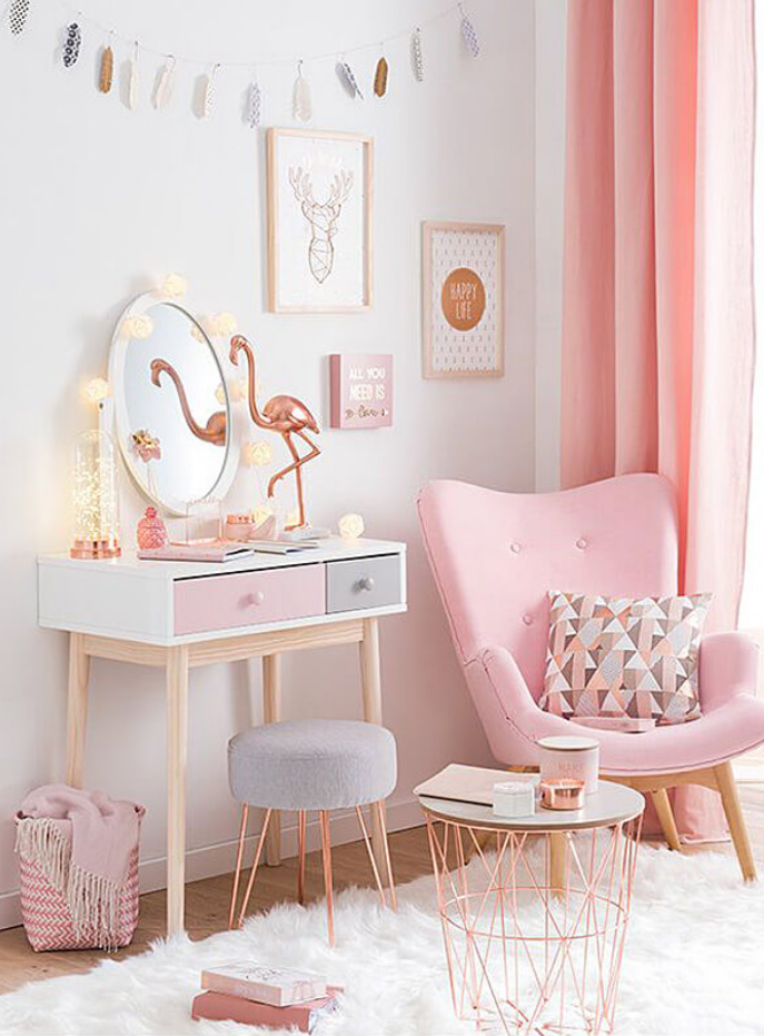 Obsessed with this room. Pink shades everywhere!