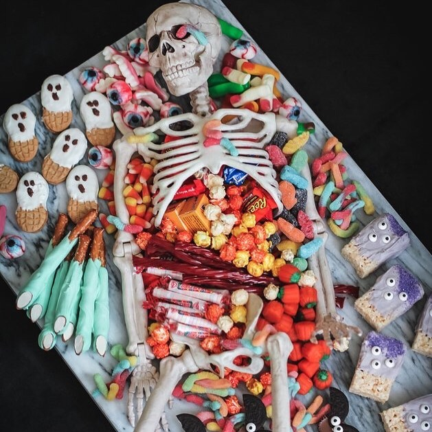 Deliciously devilish and super gross too. ⠀⠀⠀⠀⠀⠀⠀⠀⠀ How to Make a Skeleton Party Platter — things you will need: Medium pose-able plastic skeleton, Large serving platter or board, Assorted candies, cookies, desserts, etc. ⠀⠀⠀⠀⠀⠀⠀⠀⠀ Great idea from @ehow and skeleton how to by @trishasprouse ⠀⠀⠀⠀⠀⠀⠀⠀⠀ What do you think?Would you do this? I so want to! #skeleton #halloweenskeleton #halloween #halloweendecor #halloween2019 #diyhalloween #halloweeneveryday #tablescapes #candyscapes #tabletopstyling #candyboard #charcuterieboard #charcuterie #charcuterieboards #halloweencandy #fridaymood #diydecor #falldecorations #spookyseason #spookyscaryskeletons