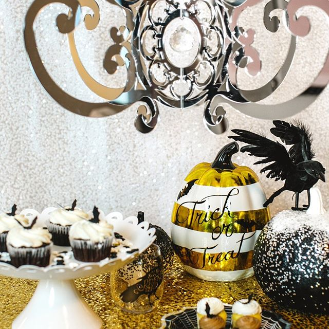 Throwback to our sold out limited edition Mirror Fancy Chandelier and a fun #halloween styled shoot with @katebarnesphotography #halloween #halloweendecor #decorforhome #decorationideas #decorforkids #boo #partystylist #halloweendesserts #goldpumpkins #halloweendecorating #octoberboo #spookyseason #spookydecor #spookydecorations #chandelier #diydecor #batcupcakes #halloweencupcakes #fancyhalloween #goldandglitter #imherefortheboos