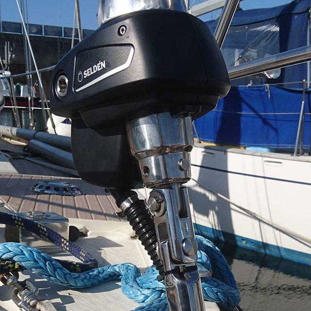 Furlex 304 Électrique, monté sur un Santorin.