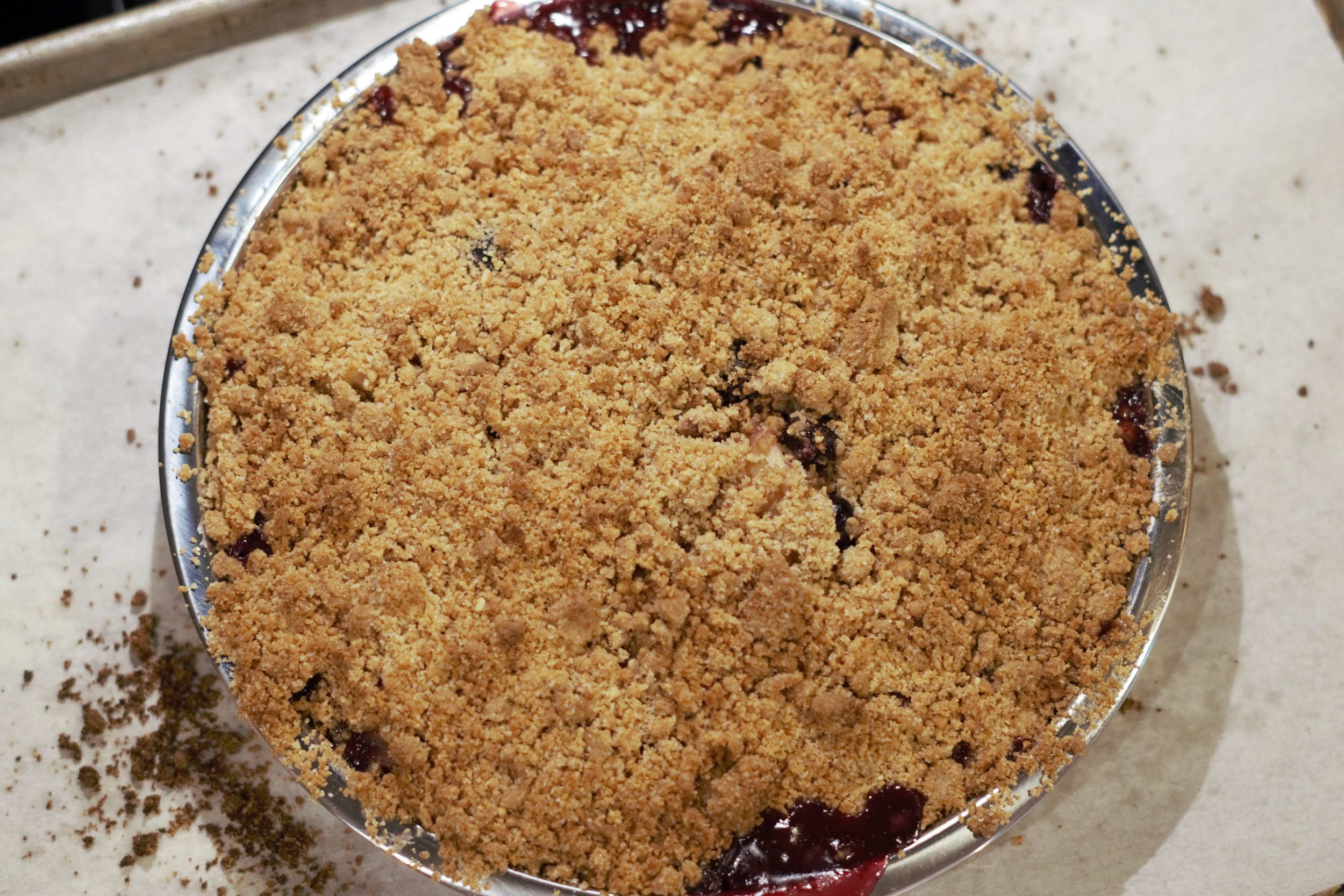 Biscotti crumble baked in the oven