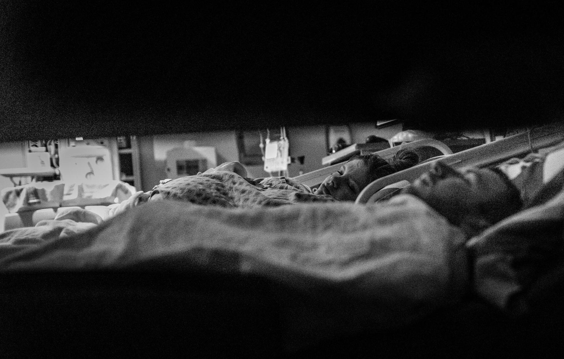 natural.birth.photography.sleeping.waiting