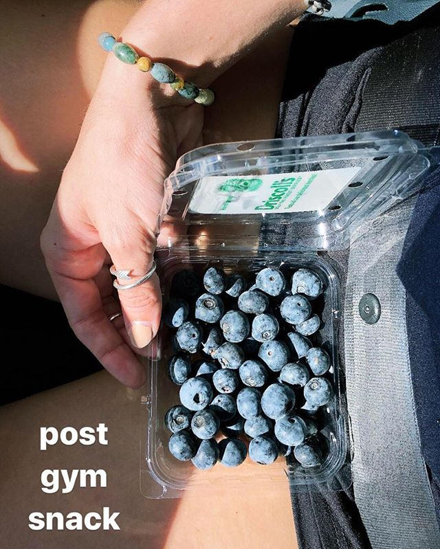 These little balls of goodness contain 25% of your daily intake of vitamin K, manganese and vitamin C! 💪🏼 Blueberries are a quick and easy post workout snack and great way to boost your daily intake of vitamins! #fuelyourappetite
