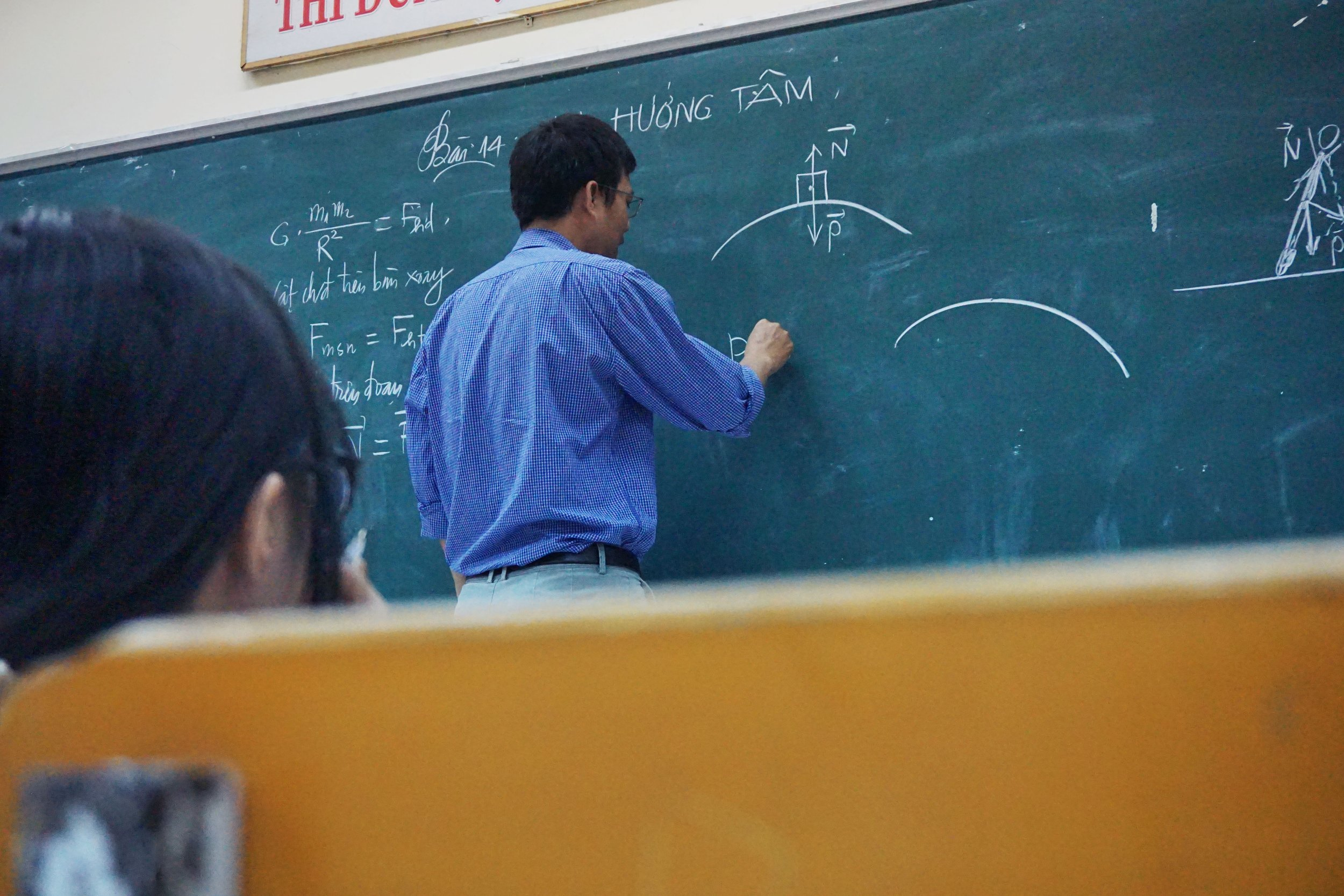 1.高度学術研究  分野  「高度専門職1号(イ)」とも言われる。 本邦の公私の機関との契約に基づいて行う研究,研究の指導又は教育をする活動
