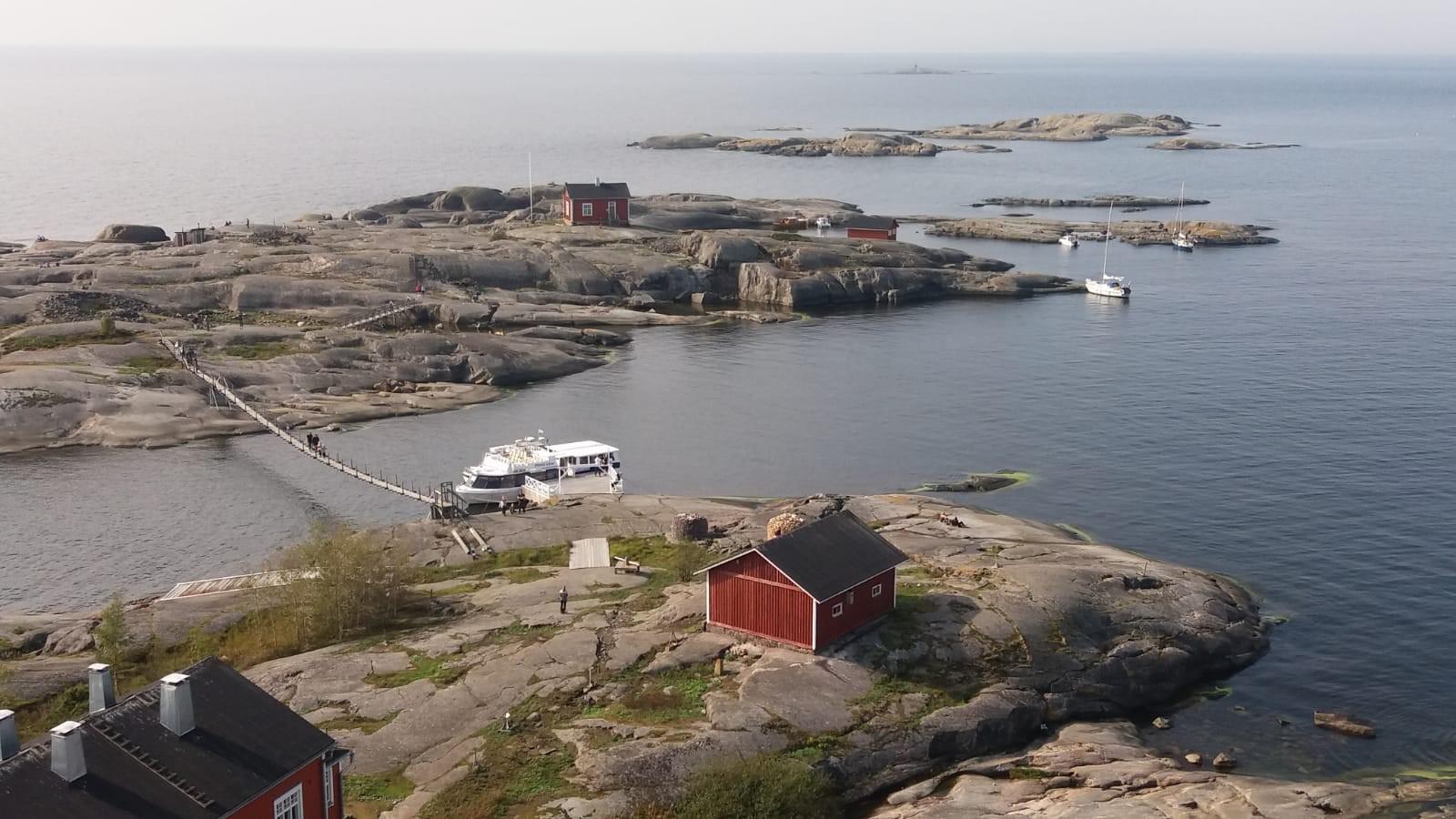 Bild 1. Utsikten från den 40 meter höga fyren på Söderskär.