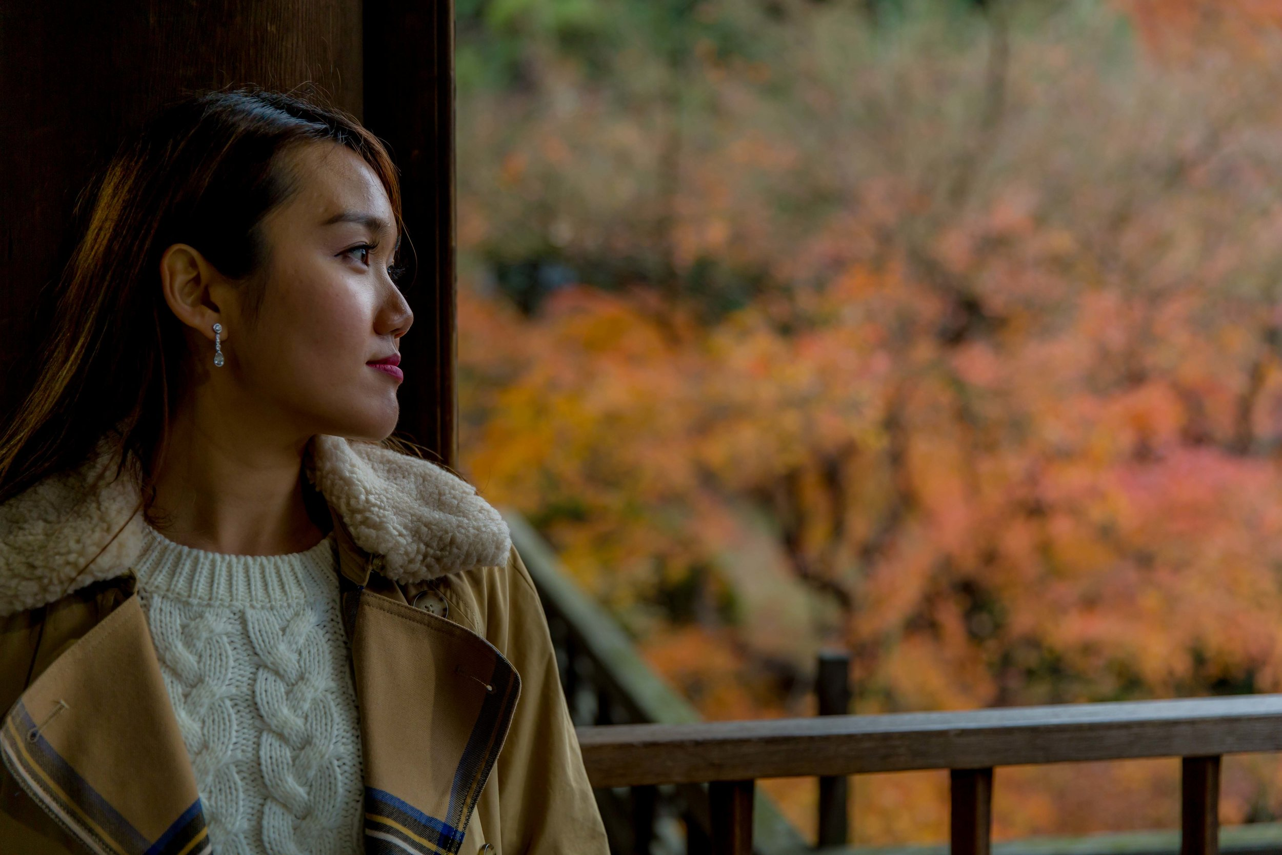 Photo shoot with autumn leaves, Tokyo