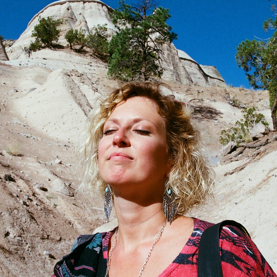 MEET RACHEL - 34, Writer, Photographer, Adventurer Traveler currently in Grafton, Illinois, USAA TRAVELER WHO ROAD TRIPS ACROSS THE UNITED STATES TO HEAL FROM SEPARATION, DIVORCE AND LOSS