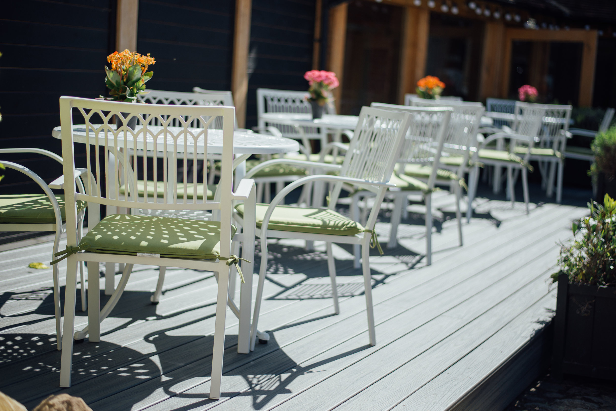 Alfresco dining at The Crown & Thistle in Abingdon